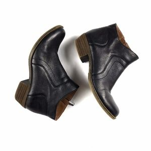 Lucky Brand Round Toe Chunky Heel Ankle Boots